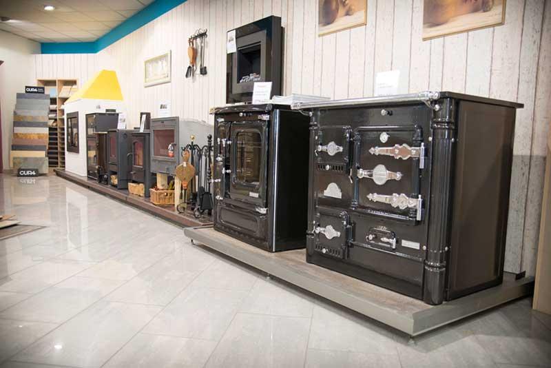 Exposición de estufas y cocinas de leña en Castrogres